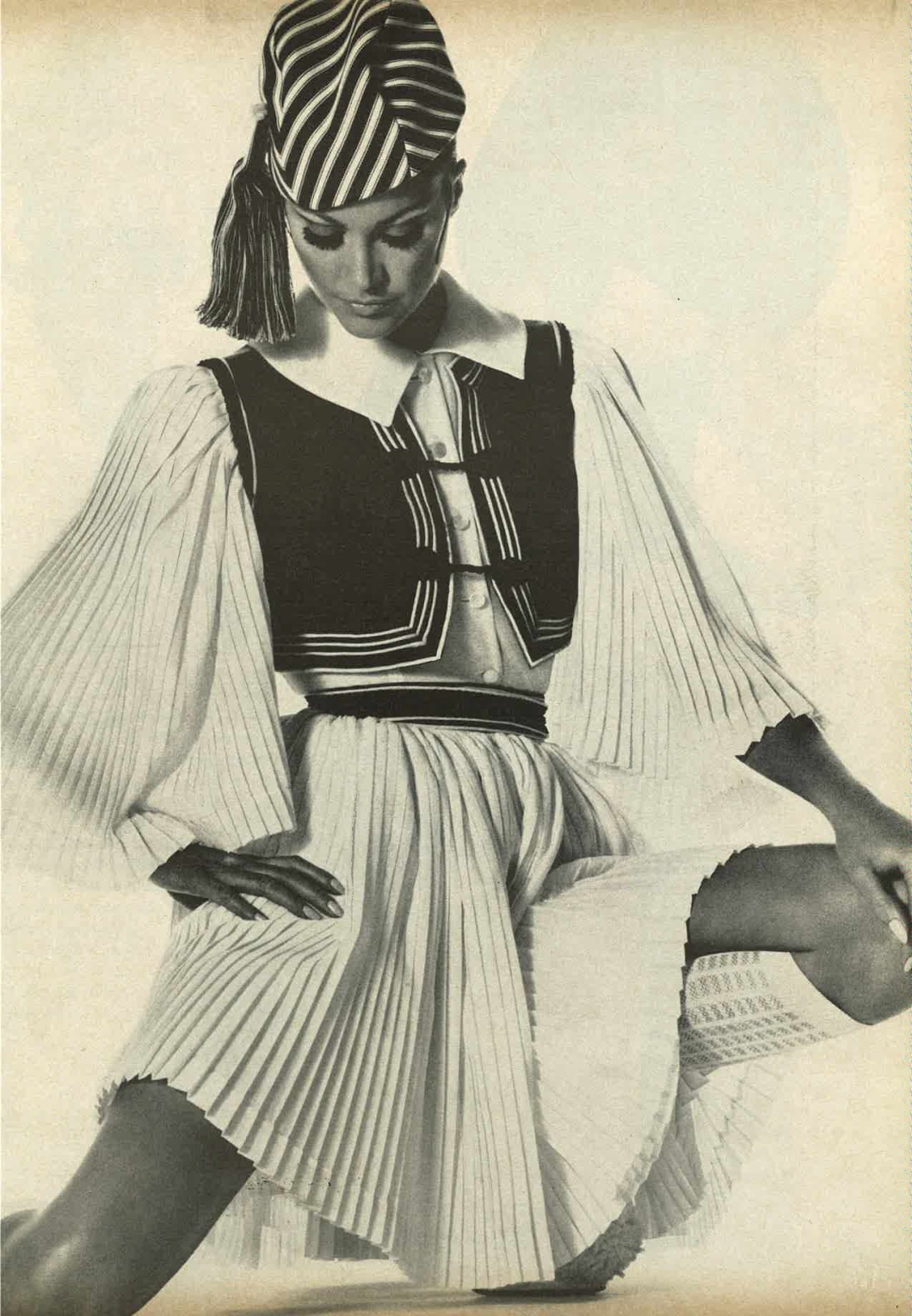 Vogue May 1968 Look Lively American Fashion is Out to Play Shot by Penn Irving